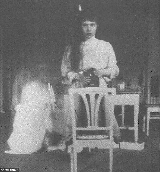 Grand Duchess Anastasia takes a mirror selfie in 1913