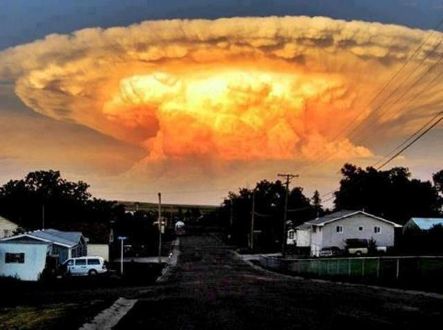 Surreal thunderhead